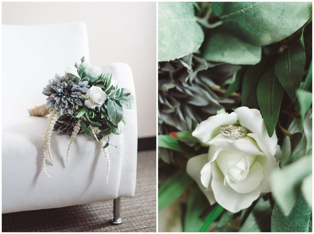 Préparation de la mariée le jour de son mariage à l'hôtel Impéria à Terrebonne - Son bouquet et son alliance