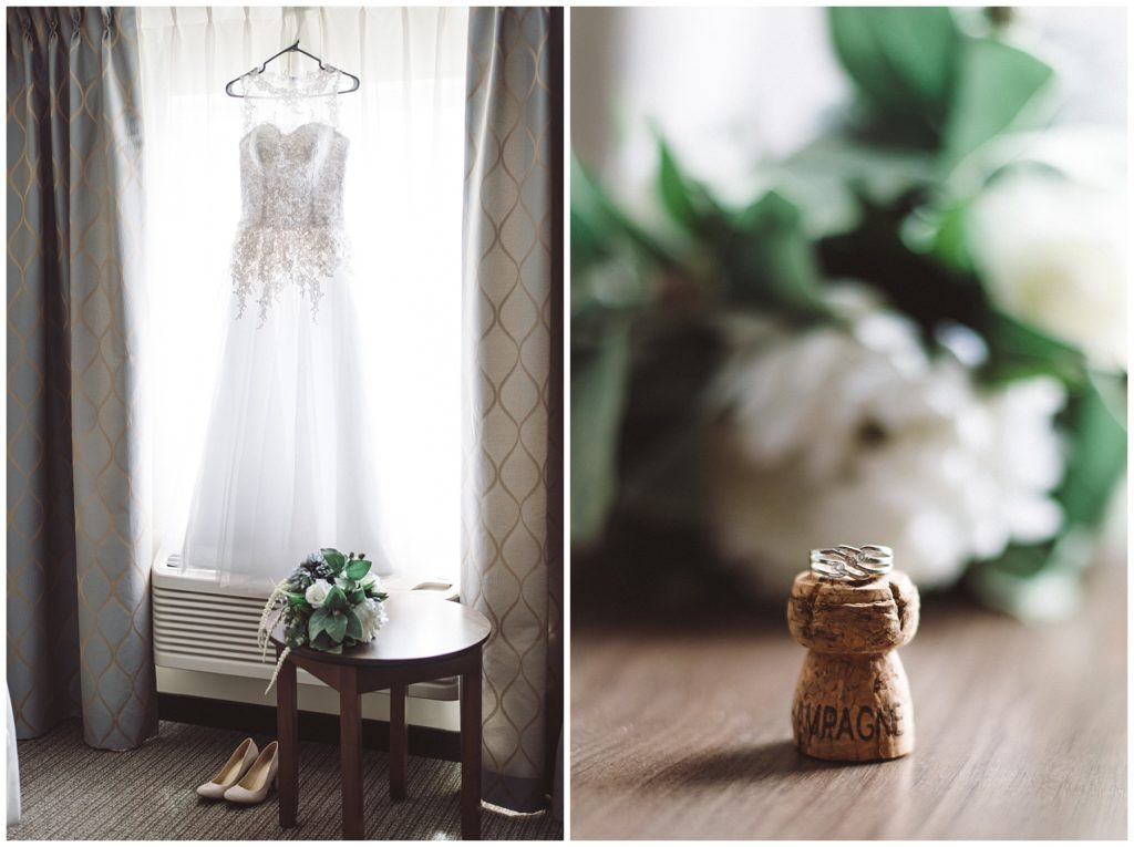 Préparation de la mariée le jour de son mariage à l'hôtel Impéria à Terrebonne - Robe de mariée, bouquet et son alliance