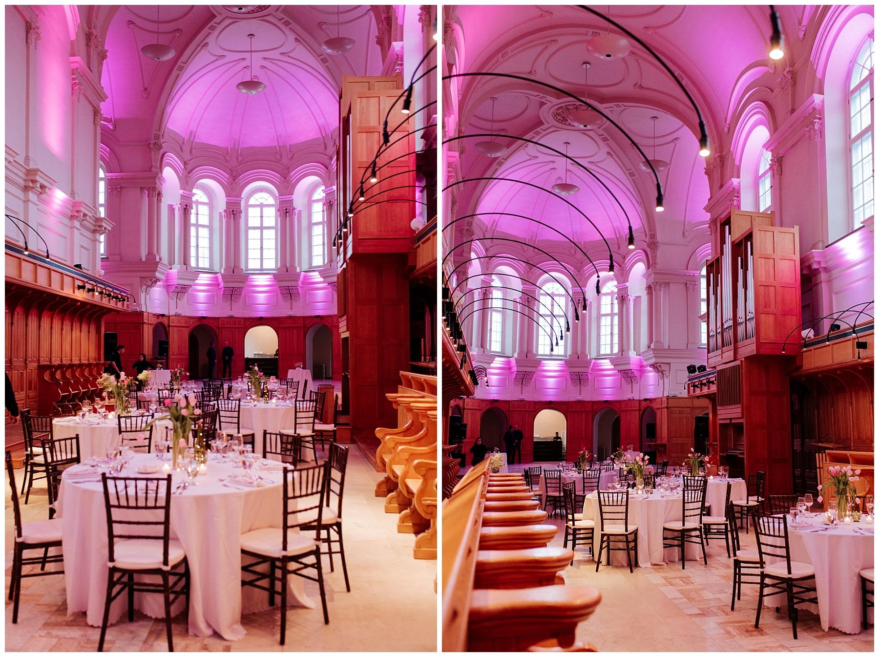 La salle de l'abbaye d'oka est illuminée pour la soirée.