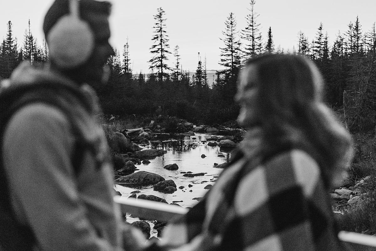 Les mariés retourne de leur elopement en Gaspésie.
